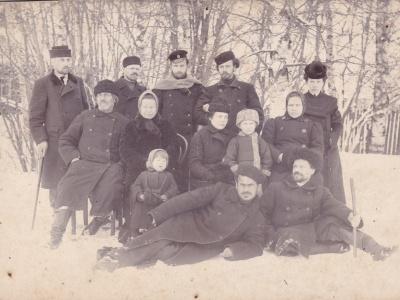 Группа политических ссыльных. Олонецкая губерния, г. Пудож, 1905 г.